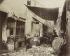 Chiffonniers, Porte d'Asnières, cité Valmy. Paris (XVIIème arr.), 1913. Photographie d'Eugène Atget (1857-1927). Paris, musée Carnavalet. © Eugène Atget / Musée Carnavalet / Roger-Viollet
