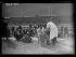 """Guerre d'Espagne (1936-1939). """"La Retirada"""". Pansement d'un blessé en gare de Cerbère (Pyrénées-Orientales), février 1939. Photographie Excelsior. © Excelsior - L'Equipe / Roger-Viollet"""