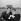Henri Salvador et Darry Cowl pendant le tournage d'un film. © Claude Poirier/Roger-Viollet