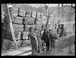"""Guerre d'Espagne (1936-1939). """"La Retirada"""". Réfugiés espagnols arrivant au Perthus avec quelques vêtements. Le Perthus (Pyrénées-Orientales), 27 janvier 1939. Photographie Excelsior. © Excelsior - L'Equipe / Roger-Viollet"""