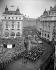Procession royale le jour du couronnement de la reine Elisabeth II. Londres (Angleterre), Picadilly Circus, 2 juin 1953. © PA Archive/Roger-Viollet