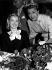 Grace Kelly (1929-1982) et Esther Williams (1921-2013), actrices américaines, au festival de Cannes (Alpes-Maritimes), 1955. © Ullstein Bild/Roger-Viollet