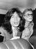 Mick Jagger (né en 1943) et Marianne Faithfull (née en 1946), chanteurs anglais, arrêtés pour détention de cannabis. Londres (Angleterre), 29 mai 1969.  © TopFoto / Roger-Viollet