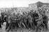Grève des mineurs britanniques de 1984-1985. Bagarre entre mineurs et policiers lors d'un piquet de grève devant la mine de charbon de Tilmanstone (Angleterre), 4 septembre 1984. © PA Archive/Roger-Viollet