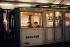 Métro à la station Solférino. Ancienne ligne Nord-Sud. Paris (VIIème arr.), 1970. Photographie de Léon Claude Vénézia (1941-2013). © Léon Claude Vénézia/Roger-Viollet