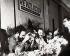 Fidel Castro (1926-2016), homme d'Etat et révolutionnaire cubain, lors d'un déjeuner avec la délégation soviétique. © Iberfoto / Roger-Viollet
