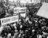 Manifestation de suffragettes membres de l'Union Féminine Sociale et Politique (Women's Social and Political Union, WSPU), fondée par Emmeline et Christabel Pankhurst. Londres (Angleterre), Queen's Hall, 1910. © PA Archive / Roger-Viollet