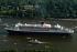 "Départ du paquebot de croisière ""Queen Mary 2"". Hambourg, 20 juillet 2004. Photo : Schwartz © Ullstein Bild / Roger-Viollet"