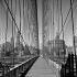 Manhattan vu du passage pour piétons du pont de Brooklyn. New York (Etats-Unis), mars 1956. © Roger-Viollet