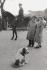 Scène de rue. Londres (Angleterre), 1959. © Jean Mounicq/Roger-Viollet