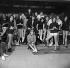 """Sophie"", sketch de Marc Allégret issu du film ""Les Parisiennes"". Catherine Deneuve et Jonnhy Hallyday. France, 1961. 3 novembre 1961. © Alain Adler / Roger-Viollet"