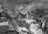 Incendie à l''ouest de Chicago lors de violentes manifestations suite à l''assassinat de Martin Luther King (1929-1968), pasteur américain et leader du mouvement en faveur des droits civiques. Chicago (Illinois, Etats-Unis), avril 1968. © Underwood Archives/The Image Works/Roger-Viollet