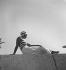 Tenue de plage. Biarritz (Pyrénées-Atlantiques), 1933. © Boris Lipnitzki/Roger-Viollet