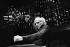 Léo Ferré (1916-1993), chanteur français, dirigeant un orchestre d'étudiants américains. Montreux (Suisse), février 1975.  © Patrick Ullmann / Roger-Viollet