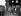 Guerre 1939-1945. Fête de la victoire. Enfants brandissant des drapeaux britanniques parmi les ruines de leur quartier de Battersea. Londres (Angleterre), 8 mai 1945. © PA Archive/Roger-Viollet
