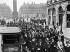 Grève des Midinettes. Défilé, place Vendôme. Paris (Ier arr.), 18 mai 1917. © Maurice-Louis Branger/Roger-Viollet