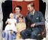 La reine Elisabeth II, son époux le prince Philip, et deux de leurs enfants : la princesse Anne et le prince Charles, 1951. © TopFoto / Roger-Viollet