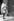 Le Mahatma Gandhi (1869-1948), homme politique indien, arrivant au 10 Downing Street, pour un entretien avec le premier ministre britannique Ramsay Mcdonald. Londes,  3 novembre 1931. © TopFoto/Roger-Viollet