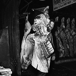 Boucher aux Halles. Paris (Ier arr.), septembre 1958. © Pierre Jahan/Roger-Viollet