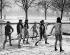 Rameurs en pleine bataille de boules de neige. Cambridge (Angleterre), 1935. © Imagno/Roger-Viollet