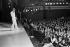 Joe Dassin (1938-1980), chanteur francophone d'origine américaine, en concert à l'Olympia. Paris (IXème arr.), février 1974. © Patrick Ullmann / Roger-Viollet