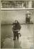 Crue de la Seine. Sauvetage d'une fillette par un pompier. Asnières-sur-Seine (Hauts-de-Seine). 1910. Bibliothèque historique de la Ville de Paris.  © BHVP/Roger-Viollet