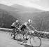 Raymond Poulidor et Jacques Anquetil (à gauche), coureurs cyclistes français. Tour de France 1964.  © Roger-Viollet