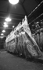 Carcasses dans le pavillon de la viande des Halles. Paris (Ier arr.), 1964. Photograhie de Harold Chapman (né en 1927). © Harold Chapman/TopFoto/Roger-Viollet