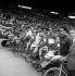 Arrivée du Tour de France 1963. Jacques Anquetil, maillot jaune et l'équipe Saint-Raphaël dirigée par Raphaël Géminiani, à l'extrême-droite. Paris, parc des Princes. © Roger-Viollet