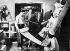 Howard Carter (1873-1939), archéologue britannique, et George Herbert (Lord Carnarvon 1866-1923), lors de la découverte de la tombe de Toutankhamon. Thèbes (Egypte), décembre 1922. © Ullstein Bild/Roger-Viollet