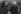 Léo Ferré (1916-1993), chanteur français, et son accompagnateur Paul Castanier (1935-1991). © Geneviève Van Haecke / Roger-Viollet