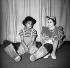 """""""Patate"""" de Marcel Achard. Mise en scène : Pierre Dux. Sophie Daumier et Perrette Pradier. Paris, théâtre Saint-Georges, décembre 1959. © Noa / Roger-Viollet"""