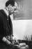 Piet Mondrian (1872-1944), peintre néerlandais, dans son atelier. Paris, vers 1942. © Ullstein Bild / Roger-Viollet