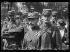 Guerre 1914-1918. Cinquième journée de mobilisation à Paris. Départ du 5ème régiment d'infanterie de ligne, l'un des plus anciens de l'armée française (créé en 1558). A la mobilisation, il prendra le nom du 205e régiment d'infanterie. Soldats portant leur médaille d'identité, 6 août 1914.  © Caudrilliers/Excelsior – L'Equipe/Roger-Viollet