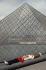 Musée du Louvre. La pyramide. Paris, 1991. Architecte : Ieoh Ming Pei. © Jean-Pierre Couderc / Roger-Viollet