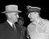 Conférence de Wake Island sur la guerre de Corée (1950-1953). Harry Truman (1884-1972), homme d'Etat américain, et Douglas MacArthur (1880-1964), général américain. Ile de Wake (Etats-Unis), 15 octobre 1950. © Underwood Archives / The Image Works / Roger-Viollet