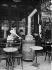 Terrasse d'un café, pendant l'hiver. Paris, vers 1910. © Jacques Boyer/Roger-Viollet