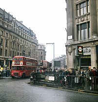 Londres (Angleterre). Oxford Circus, circulation à 18 heures. 1972. © Roger-Viollet