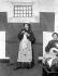 Emmeline Pankhurst (1858-1928) et sa fille Christabel Pankhurst (1880-1958), suffragettes britanniques, en tenues de prisonnières. Londres (Angleterre), juin 1908. © PA Archive / Roger-Viollet