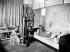 Youki Desnos posant pour Foujita (1886-1968), peintre et graveur japonais. Années 1920.      © Albert Harlingue/Roger-Viollet