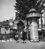 La place Blanche, colonne Morris, bouche du métro et le Moulin-Rouge, au second plan. Paris (IXème arr.), mai 1949. © Roger-Viollet