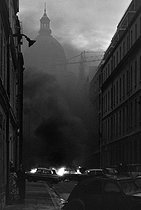 """Events of May-June 1968. Burning cars during the night of the barricades, rue d'Ulm. Paris (Vth arrondissement), on May 11, 1968. Photograph by Jacques Boissay, from the collections of the French newspaper """"France-Soir"""". Bibliothèque historique de la Ville de Paris. © Jacques Boissay / Fonds France-Soir / BHVP / Roger-Viollet"""
