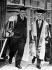 """Maurice Ravel (1875-1937), compositeur français, à droite, reçu docteur """"honoris causa"""", en Angleterre, en compagnie de Sir Hugh Allen, 1931. © Albert Harlingue/Roger-Viollet"""