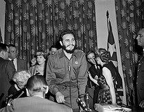 Fidel Castro (1926-2016), homme d'Etat et révolutionnaire cubain, prononçant un discours devant une association de femmes avocates. New York (Etats-Unis), Statler Hilton, 21 avril 1959. © Saavedra / The Image Works / Roger-Viollet