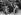 Guerre de Corée (1950-1953). Artilleurs sud-coréens nettoyant le mécanisme d'une pièce de 105, avant l'inspection des membres du groupe militaire consultatif américain. 1950. © Roger-Viollet