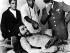 """Officiers de l'armée et journalistes entourant la dépouille d'Ernesto Guevara dit """"le Che"""" (1928-1967), révolutionnaire cubain, octobre 1967. © TopFoto/Roger-Viollet"""