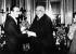 Walt Disney (1901-1966), producteur et réalisateur américain et Louis Lumiere (1864-1948), chimiste et industriel français, pionnier du cinéma. Paris, 1935. © TopFoto / Roger-Viollet