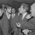 Evènements de mai-juin 1968, Paris. Jacques Sauvageot, leader étudiant, en conversation avec le professeur Jacques Monod (1910-1978), biologiste, prix Nobel. © Jacques Cuinières/Roger-Viollet