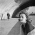 Jeanne Moreau (1928-2017), actrice et chanteuse française. Paris, vers 1955. © Gaston Paris / Roger-Viollet