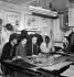 Travailleurs immigrés dans un atelier de tailleur. Paris, 1965. © LAPI / Roger-Viollet